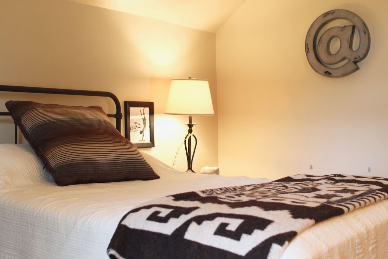 Comfortable tempurpedic full mattress.