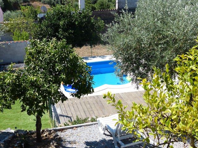 Vue sur la piscine / Vista da piscina
