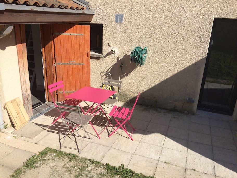 Terrasse indépendante uniquement réservée au studio.