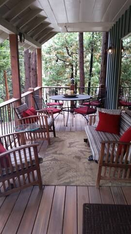 Cozy Cabin near Village! Lake pass! - Lake Arrowhead - Huis