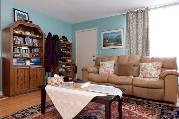 Private Room close to subway (1/3) - Queens - Bed & Breakfast