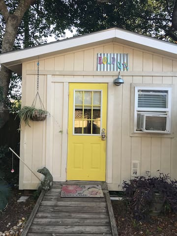 TINY HOUSE ONE BLOCK TO BEACH