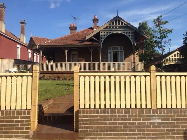 Large Federation Home with Verandah - Summer Hill - Hus