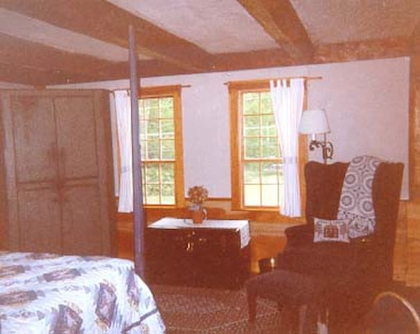 Blue room hasn't changed much since this picture was taken in 1990.