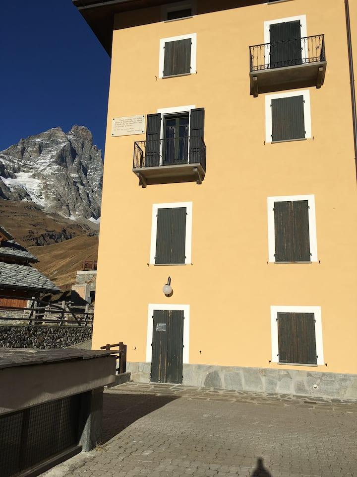 ski  ski snow  snow  every day & luxury apartment!