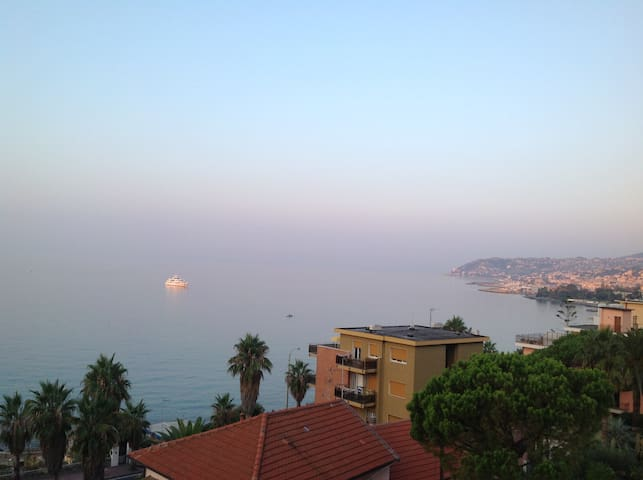 Terrace overlooking the sea - Sanremo