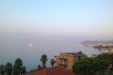 Terrace overlooking the sea - Санремо - Квартира