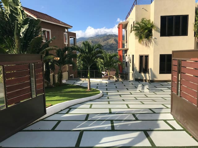 Breathtaking Blue Mtn View in Liguanea