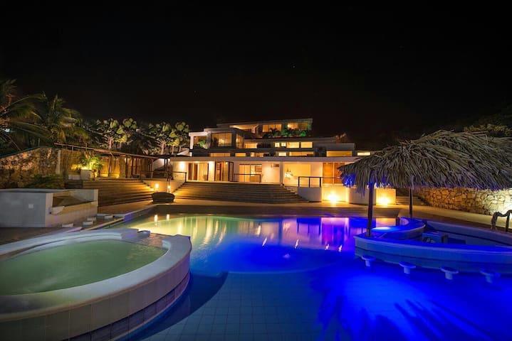 15Bd Resort Bojanini Cueva - Tubura - Casa