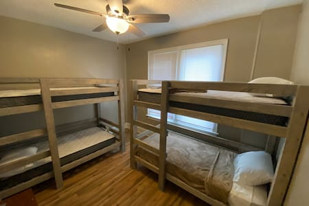 3 Bedroom Suite, fully furnished - sleeps 8