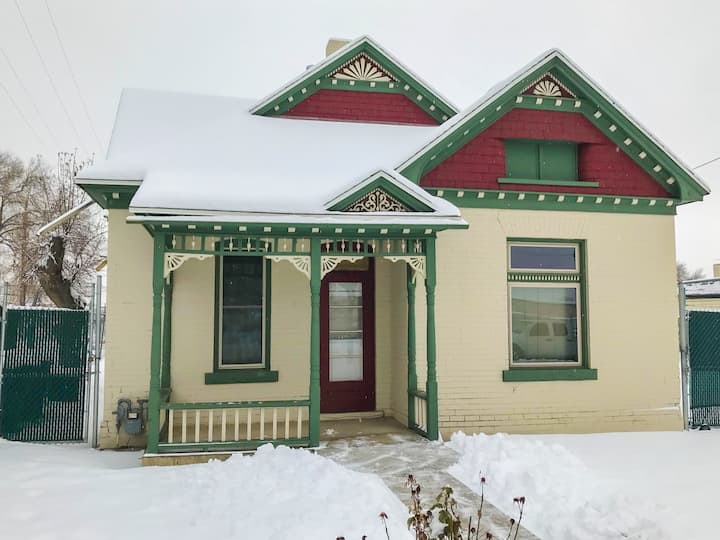 Queen Anne Victorian Cottage in Downtown Ogden