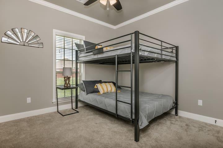 Bedroom 3 (Two Queen Bulk Beds)