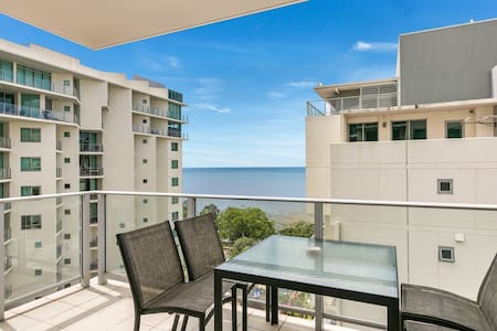 NEW! Apartment 104 - Ocean Views on The Esplanade - Cairns City - Appartement