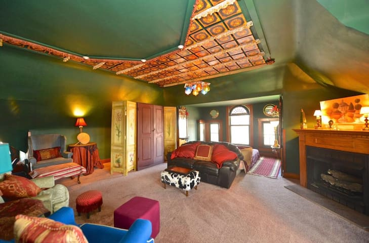 Ballroom Penthouse In The Center Of Columbus