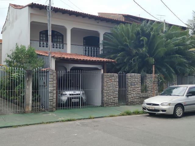 Suites em Jardim Camburi (2/3) Temporada