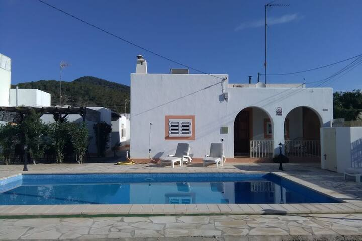 Comfy Holiday Home in Eivissa with Swimming Pool