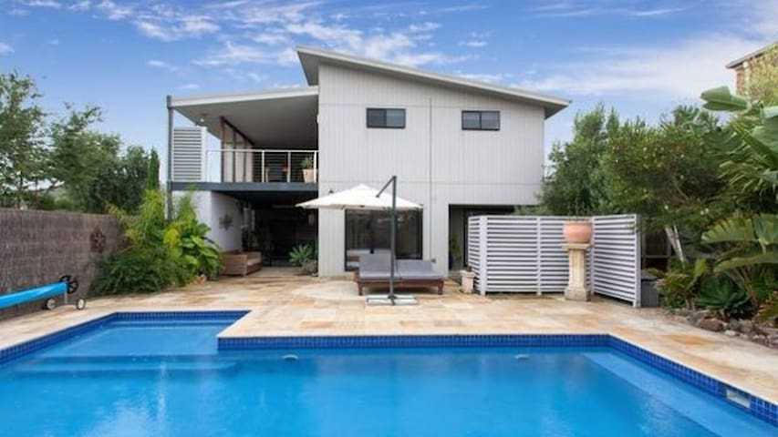 Relax By The Pool - Mornington - Casa