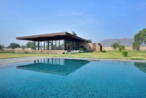 RajNikas Farm - Farmhouse close to Neemrana