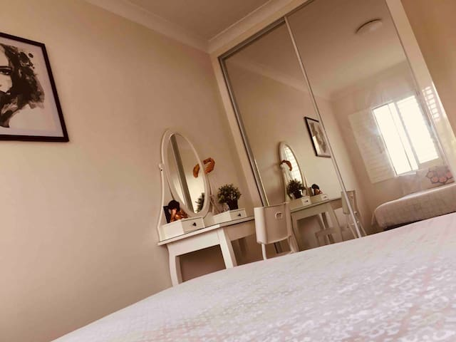 Room available & just minutes from coogee beach