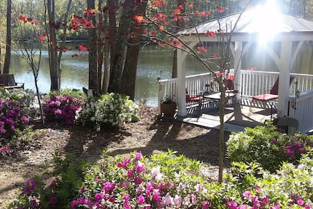 Luxury Lakehouse near the City! - Stone Mountain