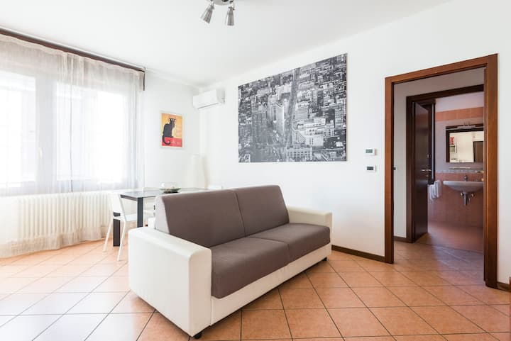 Dossetti <3 -  bright apt with private parking