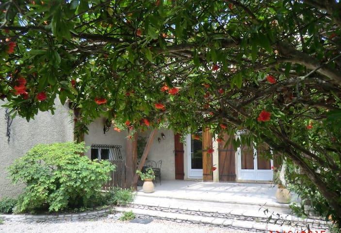 Lou Brès en Provence  près  d'Avignon - Vedène - บ้าน