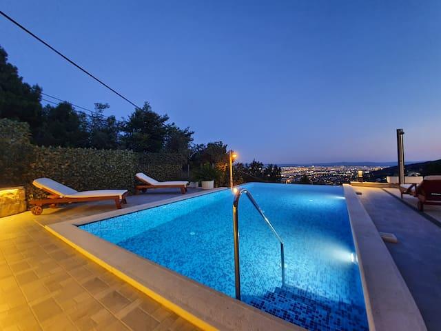 Luxury Villa - near Split, heated Infinity pool