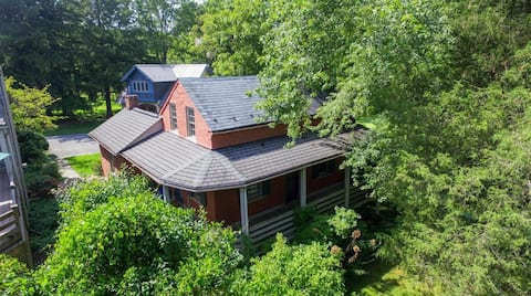 The Spring House Cottage at Wineberry Farms