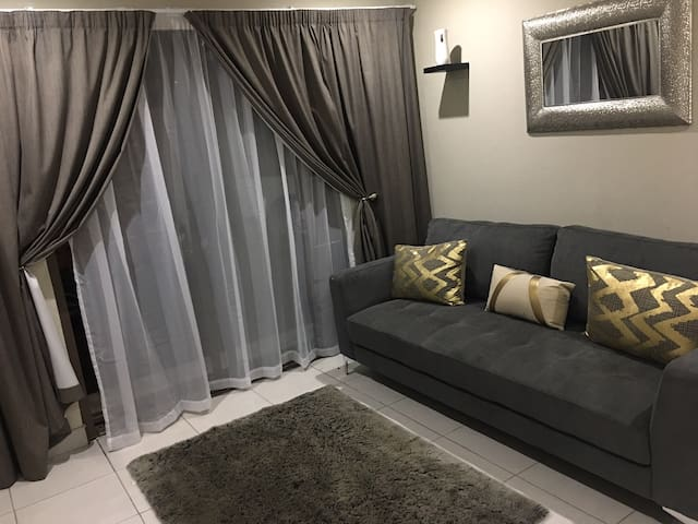 Modern apartment for your comfort & privacy needs - Kempton Park - Lägenhet