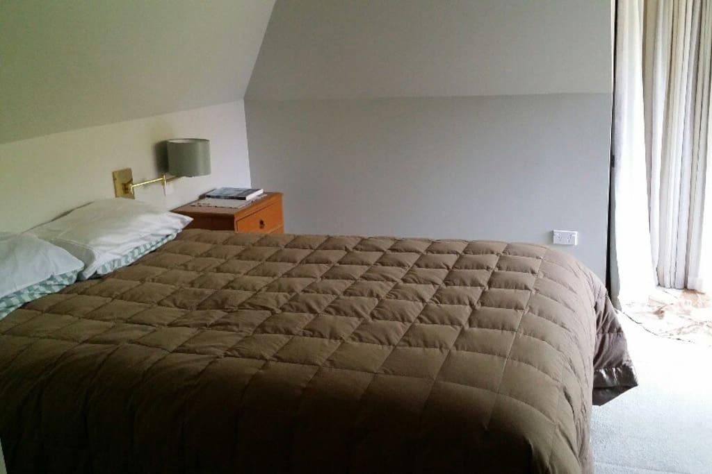 Double bed, Bedroom 1