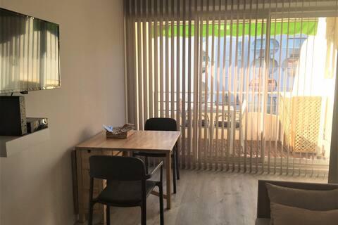 Studio entièrement rénové, CLIM Wifi Parking privé