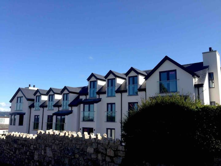 Benllech beach apartment