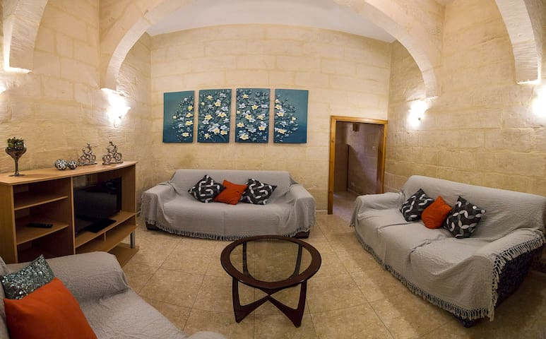 A cozy town house in the heart of Marsaxlokk - Marsaxlokk - Rumah