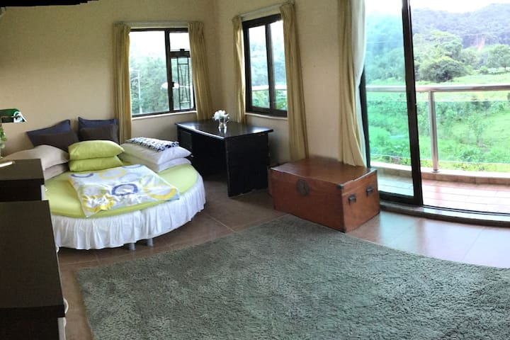 Big room + ensuite in quiet spacious home, Mui Wo