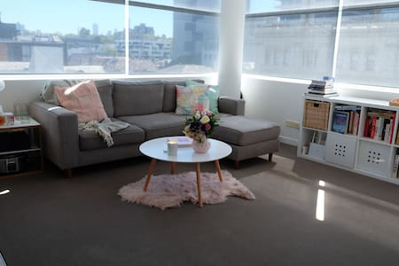 BRIGHT & MODERN, CLOSE TO SHOPS, CAFES & TRANSPORT - South Yarra - Huoneisto
