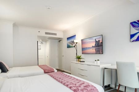 Heart of City 2 min Walk to BEACH-best VALUE, POOL
