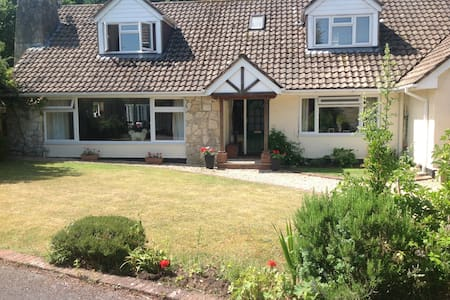 LARGE 5 BEDROOM HOUSE IN HAMPSHIRE - Liphook