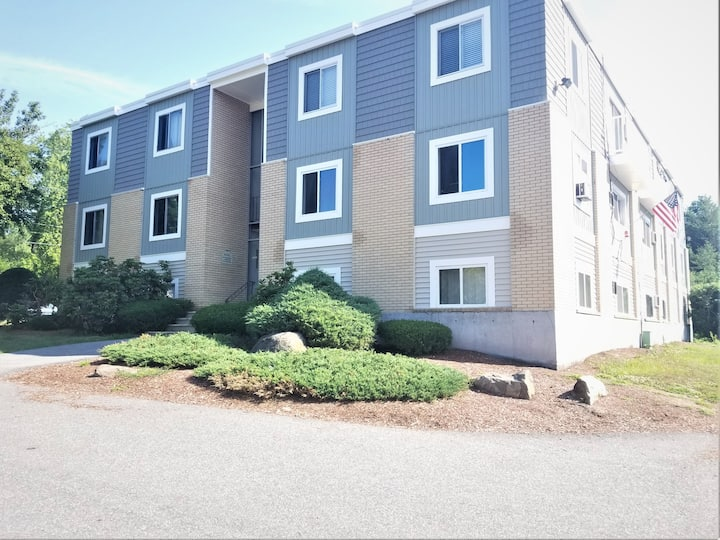 Furnished 2 Bed Condo- Flexible Leases-Londonderry