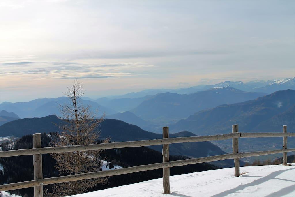 Da Montecampione in una giornata di sci