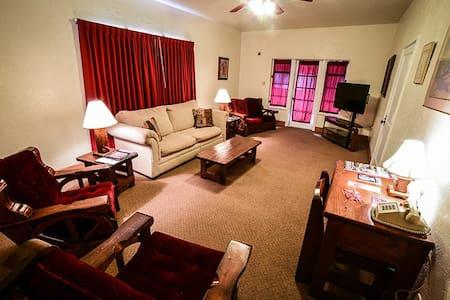 El Rancho Hotel - Family Suite