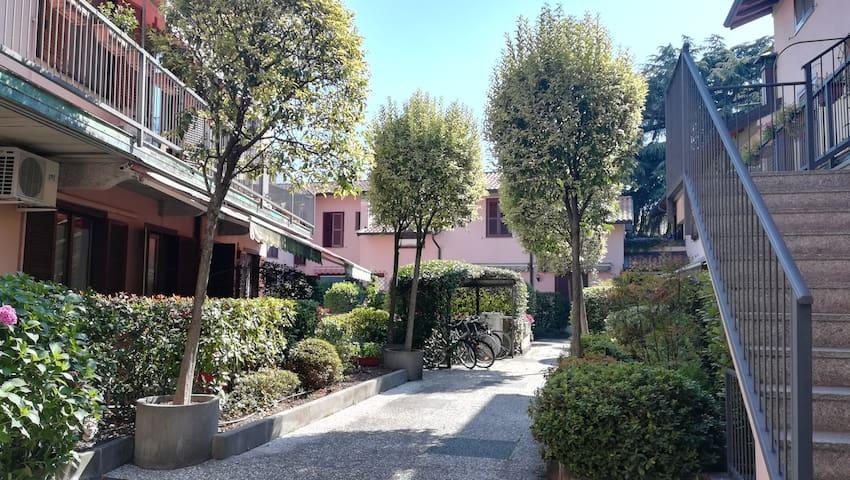 Appartamento in corte con terrazzo, centro città