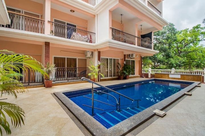 Gorgeous 2 BHK apartment with a pool/73588