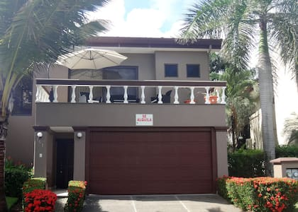 HERMOSA PALMS - 3 BED HOUSE - Hus