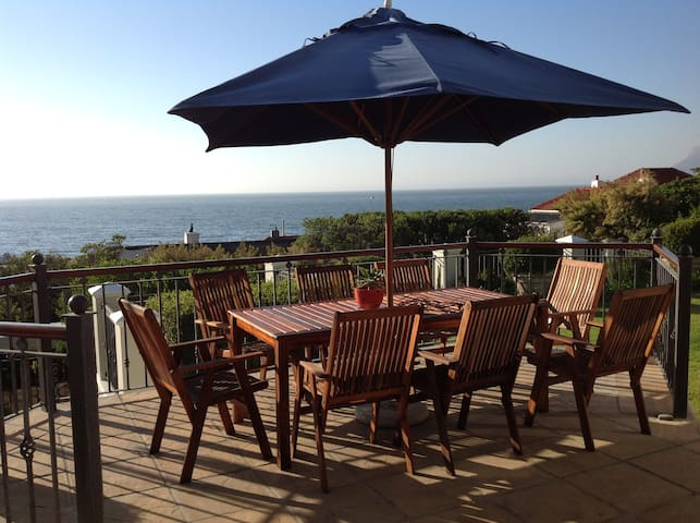 Magnificent mountain and sea views - Kaapstad - Huis