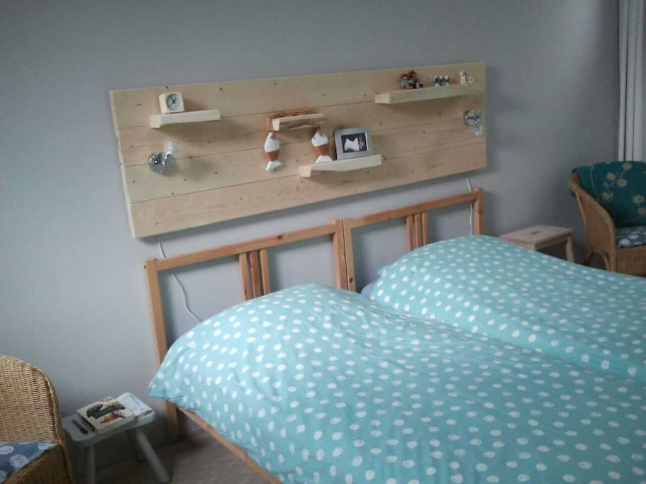 Slaapkamer 1 met twee losse bedden