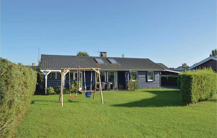 Holiday cottage with 3 bedrooms on 100m² in Hadsund