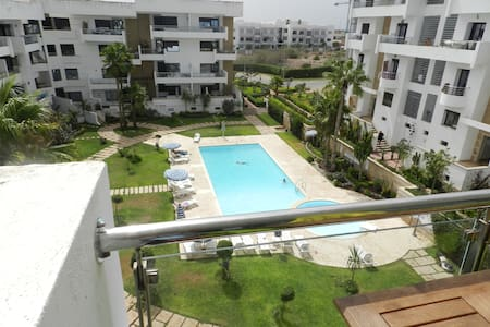 Bel Appartement avec vue sur piscine - Kasablanka