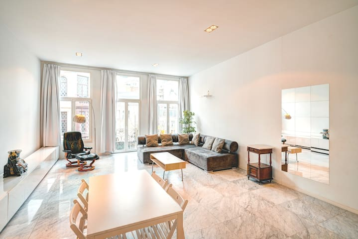 Luxury Three Bedroom Apartment. Center of Antwerp