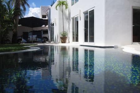 Very Modern, Private Pool, Jacuzzi &  Garden -