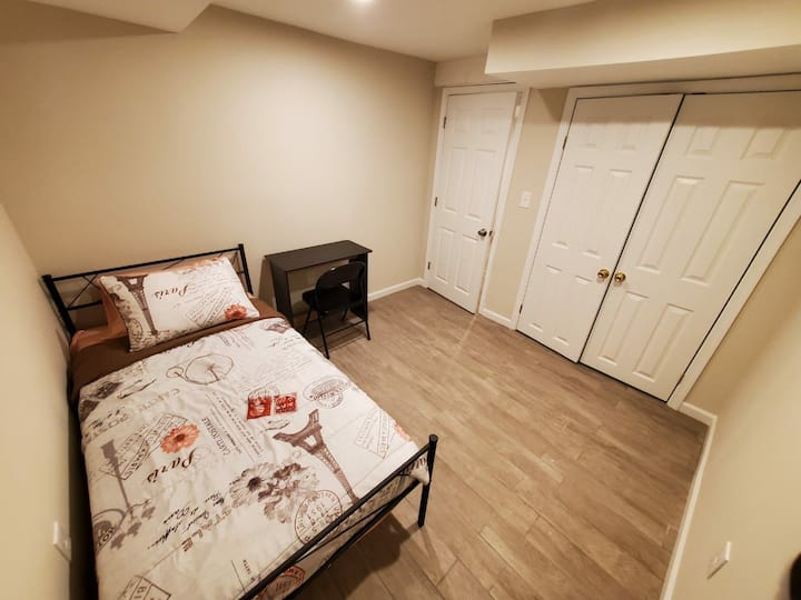 Good looking room right next to forestglen metro